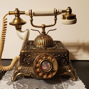 Accents - Vintage 1970s Victorian Replica Phone